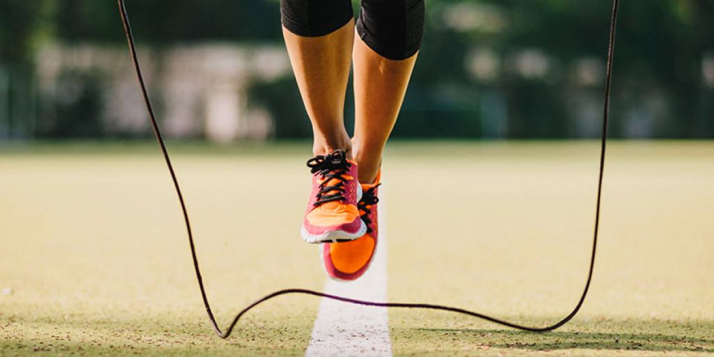 прыжки на скакалке для стройности ног