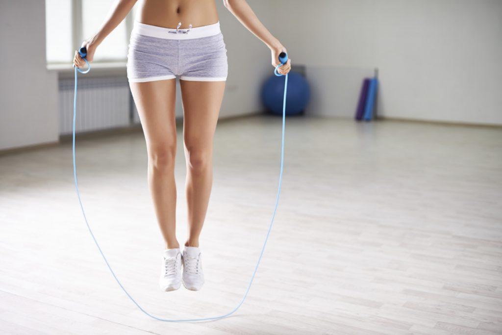 прыжки на скакалке для похудения в животе
